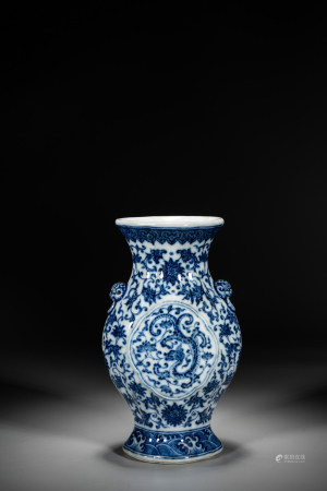 A CHINESE BLUE AND WHITE 'DRAGON' VASE