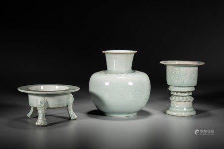 A GROUP OF CHINESE CELADON GLAZED VESSELS