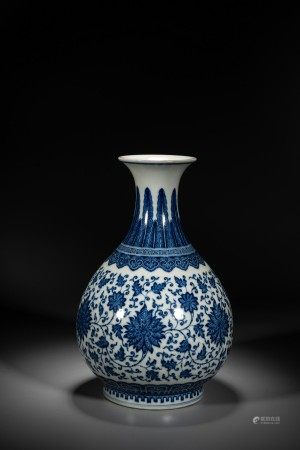 A CHINESE BLUE AND WHITE 'LOTUS' VASE