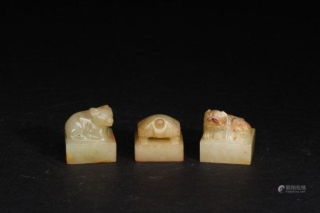 A GROUP OF THREE JADE SEALS