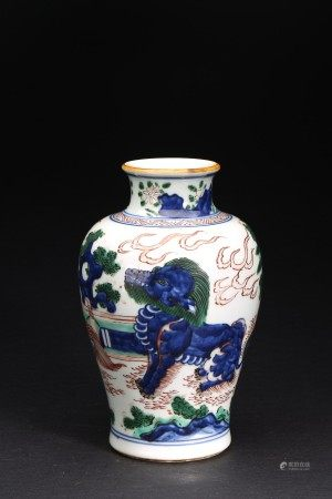 A BLUE AND WHITE WUCAI 'BUDDHIST LION' VASE