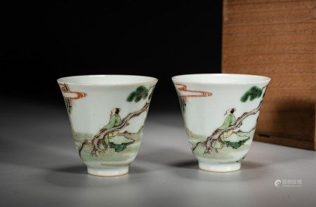 A PAIR OF CHINESE FAMILLE VERTE 'SCHOLAR' CUPS