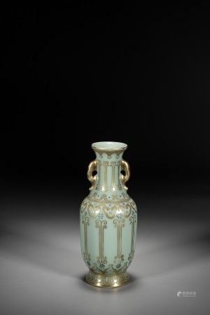 A CHINESE CELADON GLAZED GILT DECORATED VASE