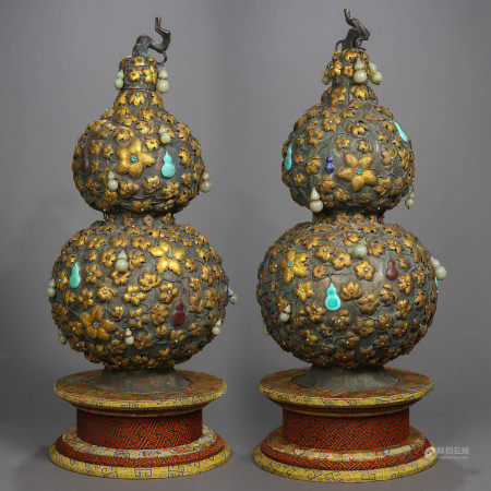 QING DYNASTY, A PAIR OF SILVER GOURD BOTTLES, INLAID WITH JADE AND TURQUOISE, PARTLY GILTED.