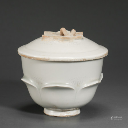 NORTHERN SONG DYNASTY,DING KILN WHITE GLAZED PORCELAIN POT WITH LID