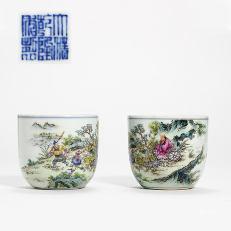 A PAIR OF CHINESE ANCIENT BLUE AND WHITE PORCELAIN CUPS