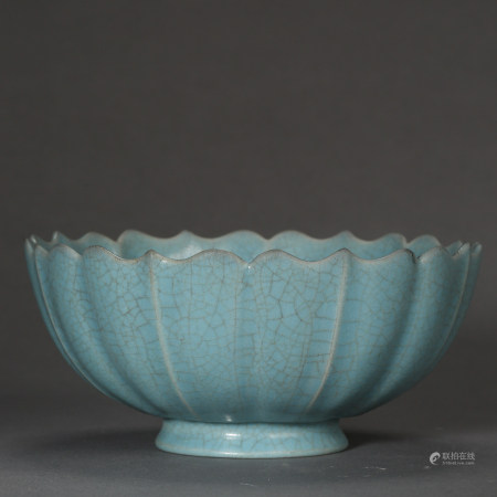 ANCIENT CHINESE CELADON FLOWER SHAPED MOUTH BOWL