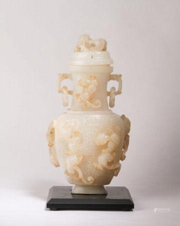 清代 白玉高浮雕赤龍紋活環雙耳蓋瓶