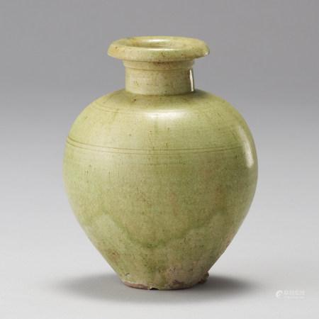 北齊 6世紀後半 出版:「中国の緑釉・三彩を楽しむ」〈愛知中國古陶磁研究會〉NO.66出版 黃釉壺