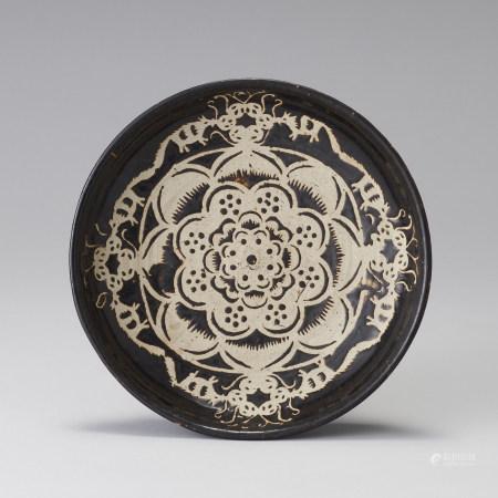 明代 黑釉剔花葉紋盤