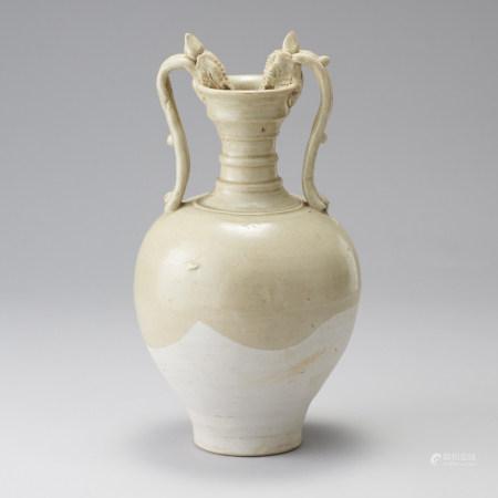 唐代 白瓷龍耳瓶