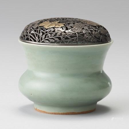 龍泉窯 南宋 配銀鎏金鏤雕蓋 青瓷香爐