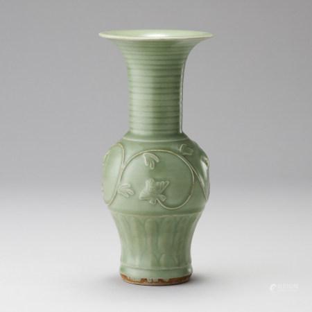 龍泉窯 明代 青瓷貼花紋瓶