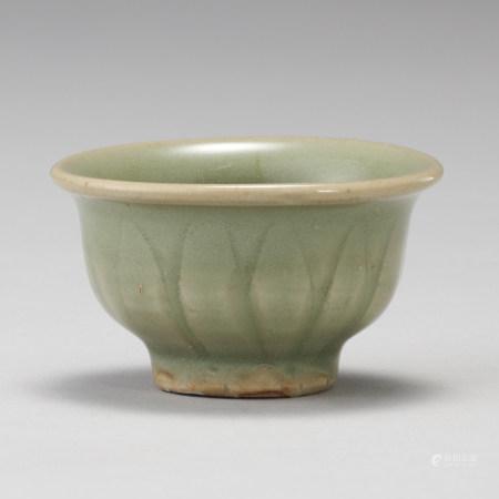 龍泉窯 明代 青瓷刻花蓮弁紋杯