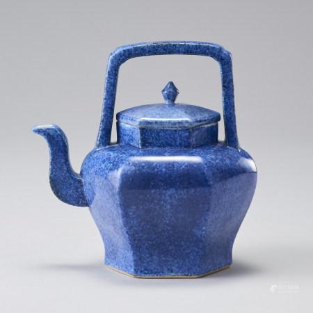 「大清乾隆年製」款 藍釉提梁壺