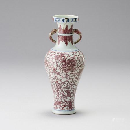 清康熙 「大明萬曆年製」款 釉裡紅雙耳瓶