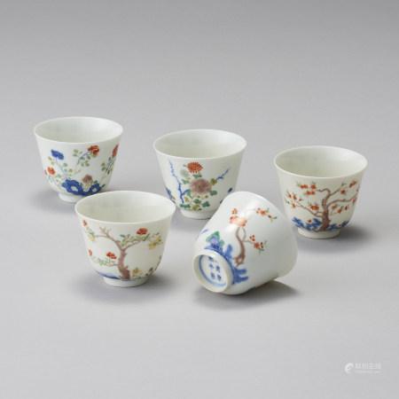 「大清康熙年製」款 一組5件 粉彩花卉紋茶杯一組