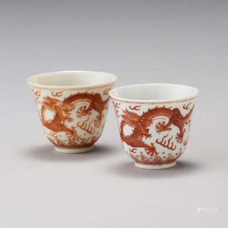「大清光緒年製」款 礬紅龍紋杯一對