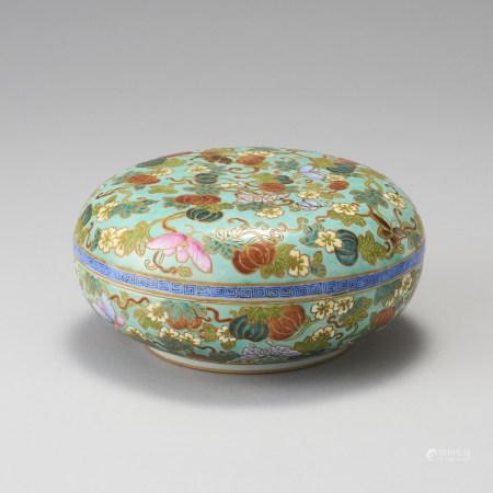 「大清乾隆年製」款 粉彩多子多福盒