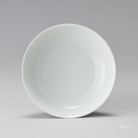 「大清雍正年製」款 白瓷素文盤