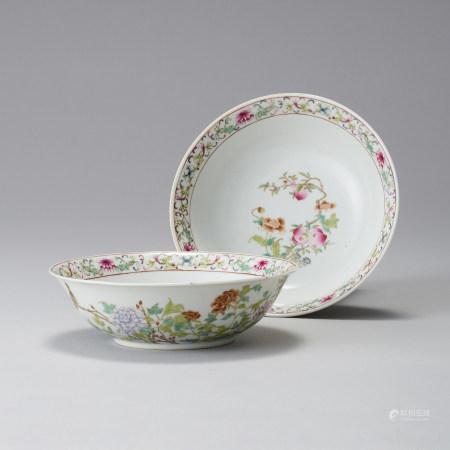 「大清乾隆年製」款 粉彩花鳥紋碗一對