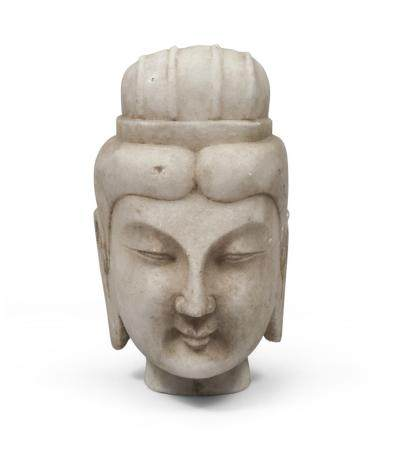 A CHINESE MARBLE HEAD DEPICTING GUAN YIN. 20TH CENTURY.