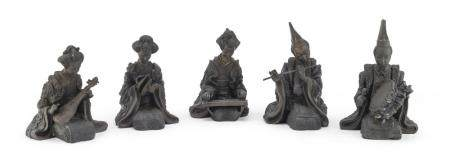 A SET OF FIVE JAPANESE BURNISHED PATINA BRONZE FIGURES OF MUSICIANS