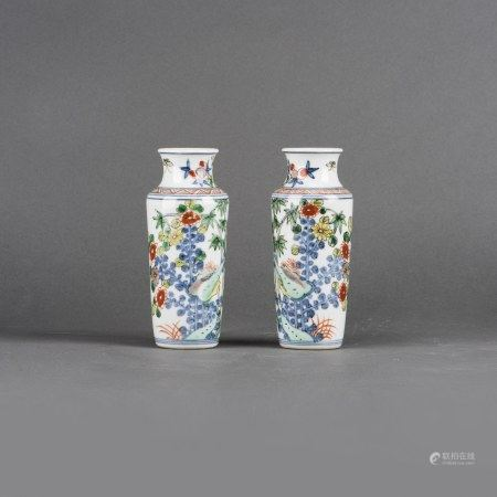 A PAIR OF CHINESE WUCAI SLEEVE VASES