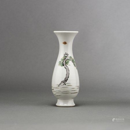 A CHINESE WUCAI 'FIGURAL' VASE