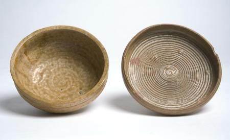 TWO RARE CHINESE YUEYAO BOWLS WARRING STATES PERIOD (475-221BC)