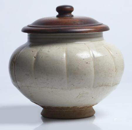 A CHINESE CIZHOU-TYPE WHITE-WARE LOBED JAR NORTHERN SONG DYNASTY (960-1127)
