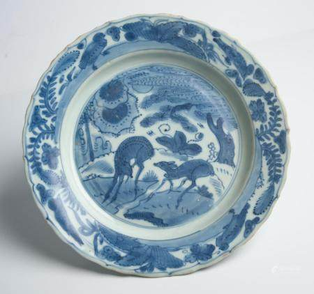 A CHINESE BLUE AND WHITE DEER DISH MING DYNASTY, WANLI PERIOD (1572-1620)