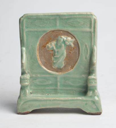 A CHINESE LONGQUAN CELADON TABLE SCREEN MING DYNASTY (1368-1644)
