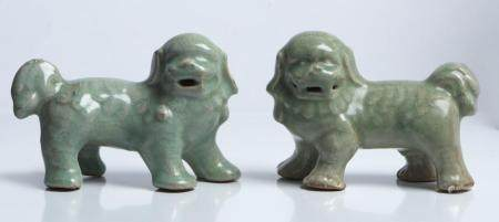A PAIR OF CHINESE LONGQUAN CELADON GUARDIAN LIONS MING DYNASTY (1368-1644), CIRCA LATE 16TH/EARLY 17TH CENTURY