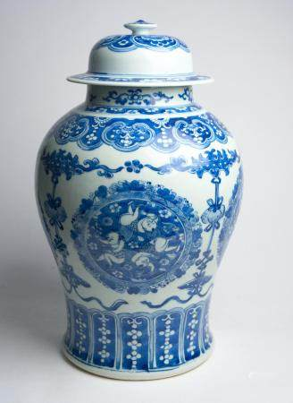A CHINESE BLUE AND WHITE 'THREE BOYS' COVERED VASE QING DYNASTY (1644-1912), 19TH CENTURY