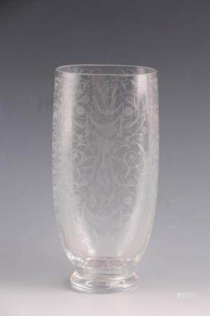 AN EARLY 20TH CENTURY FRENCH ACID ETCHED BACCARAT GLASS VASE of oval form with Michelangelo