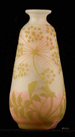 GALLE. AN EARLY 20TH CENTURY GLASS CAMEO VASE of tapering form with floral overlays and raised