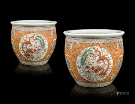 A PAIR OF CHINESE FAMILLE ROSE JARDINIERES 19TH/20TH CENTURY