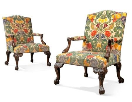 A PAIR OF ENGLISH MAHOGANY LIBRARY ARMCHAIRS OF GEORGE II STYLE, LATE 19TH/EARLY 20TH CENTURY