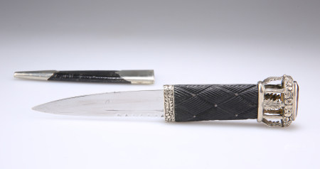 A SILVER-PLATED SGIAN DUBH WITH 'BIRDCAGE' FINIAL