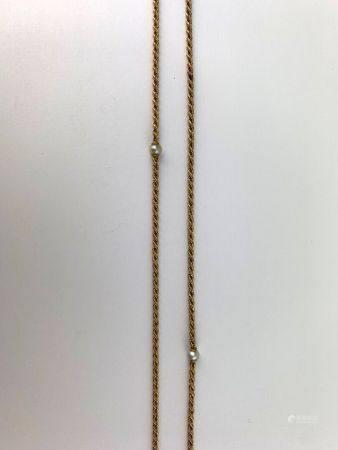 Sautoir en or jaune (750 millièmes), maille corde intercalée de 5 très fines perles de culture,