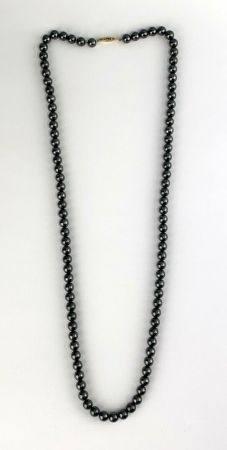 Sautoir en perles d'hématites  Calibre : 8 mm  Longueur : 78 cm