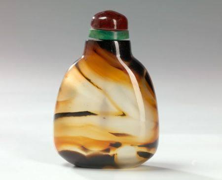 Tabatière en agate Chine, début du XXème siècle Piriforme, la surface polie Haut. : 7,5 cm