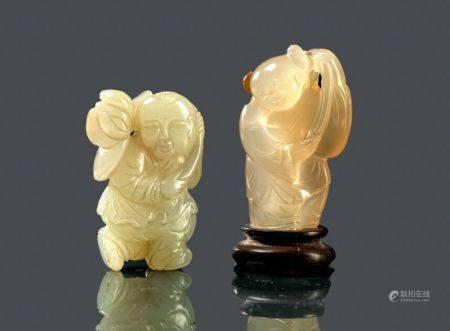 Pendentif en jade céladon et rouille et pendentif en agate Chine fin du XIXème et début du XXèm