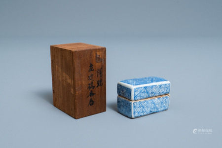 A Chinese blue and white ko-sometsuke box and cover for the Japanese market, Transitional period
