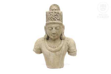 Escultura de piedra caliza tallada, India.