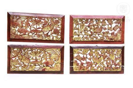 Cuatro paneles decorativos de madera tallada,