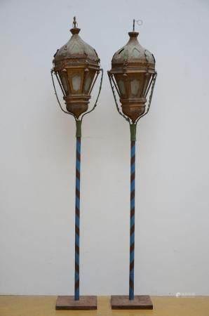 A pair of Venetian lanterns in tôle 18th - 19th century (lantern 93 cm)