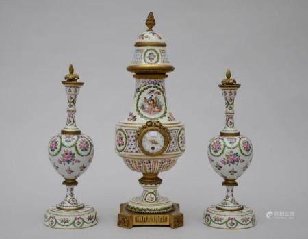 Assembled clock set in ceramic with gilt bronze 'pheasants' (47cm)