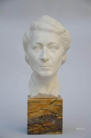 Domien Ingels (1944): ladies bust in white marble (total h 50 cm)